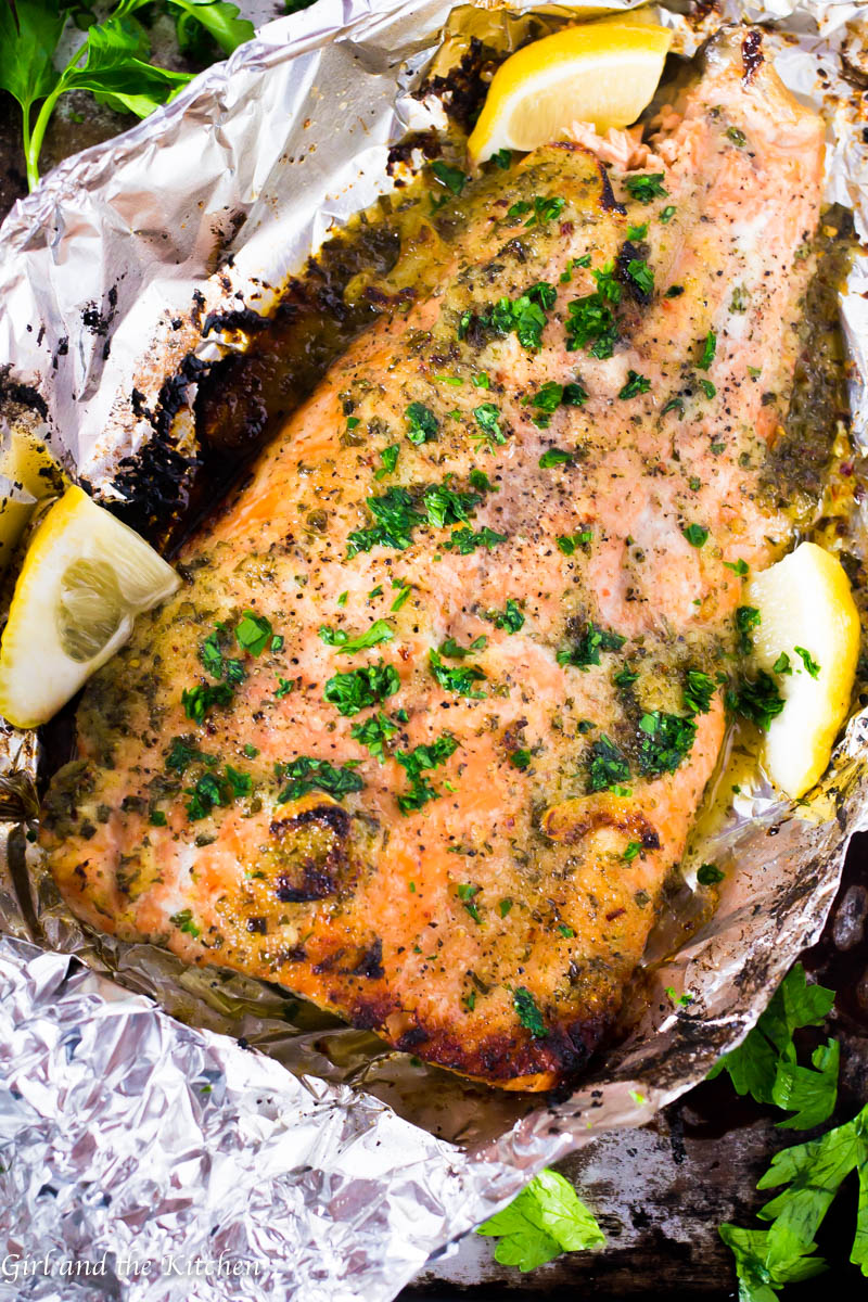 This spicy honey garlic salmon is the perfect weeknight meal! Full on flavor but light on clean-up, this tasty salmon will be out on your dinner table in under 20 minutes with zero dishes to wash!
