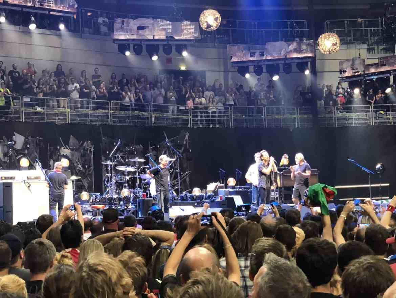 pearl jam prague european tour 2018 close to stage