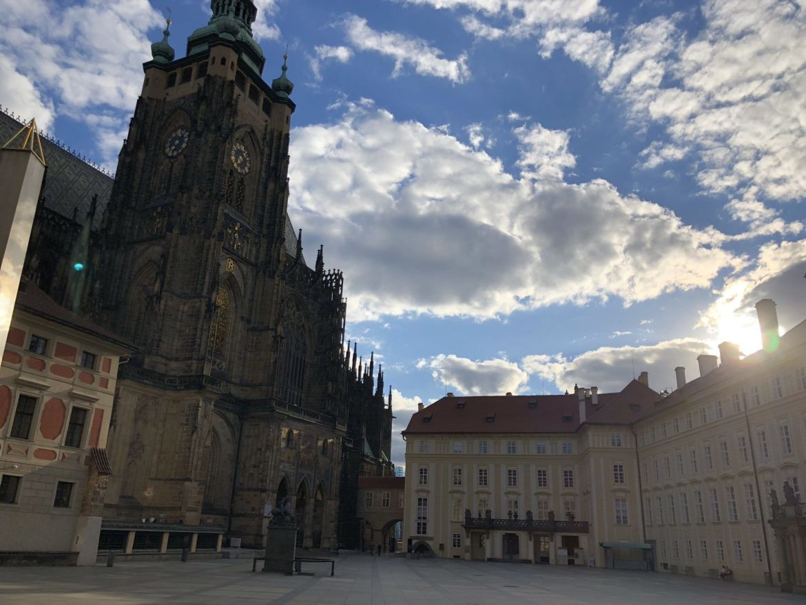 prague castle early morning empty must see do tourist prague church awe inspiring
