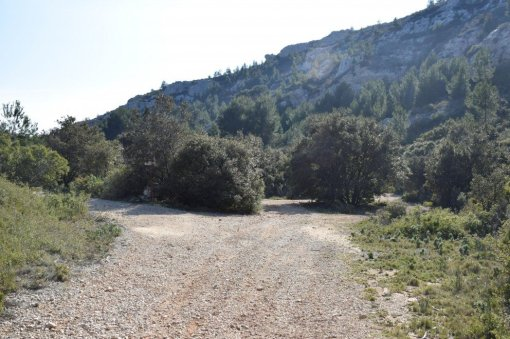 Provence's Côte Bleue - continue along the path past the homes