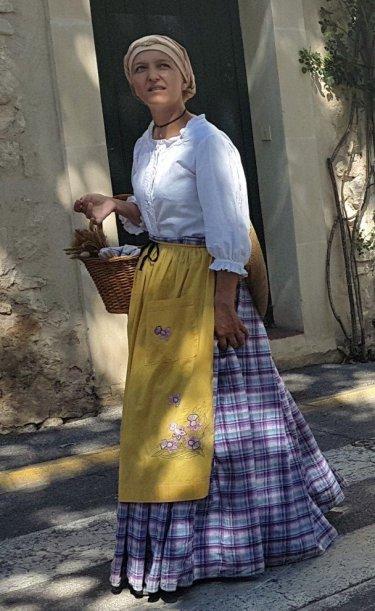 Lady with basket - Provences Cherry Festival - La Roque d'Anthéron