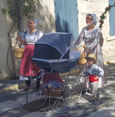 Baby carriage - Provences Cherry Festival - La Roque d'Anthéron