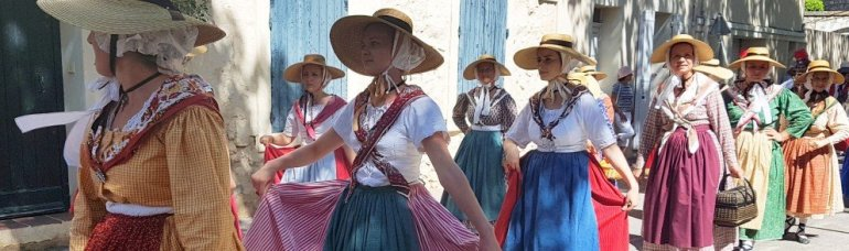 Provences Cherry Festival - La Roque d'Anthéron - Traditional Dance