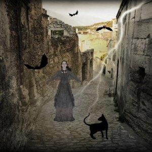 Silent Sunday - Halloween France - Simone Malchange - Provence - Lacoste