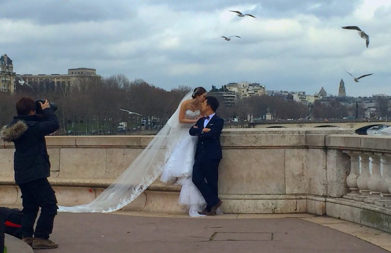 Silent Sunday - Pont Bir-Hakeim - Paris - Wedding