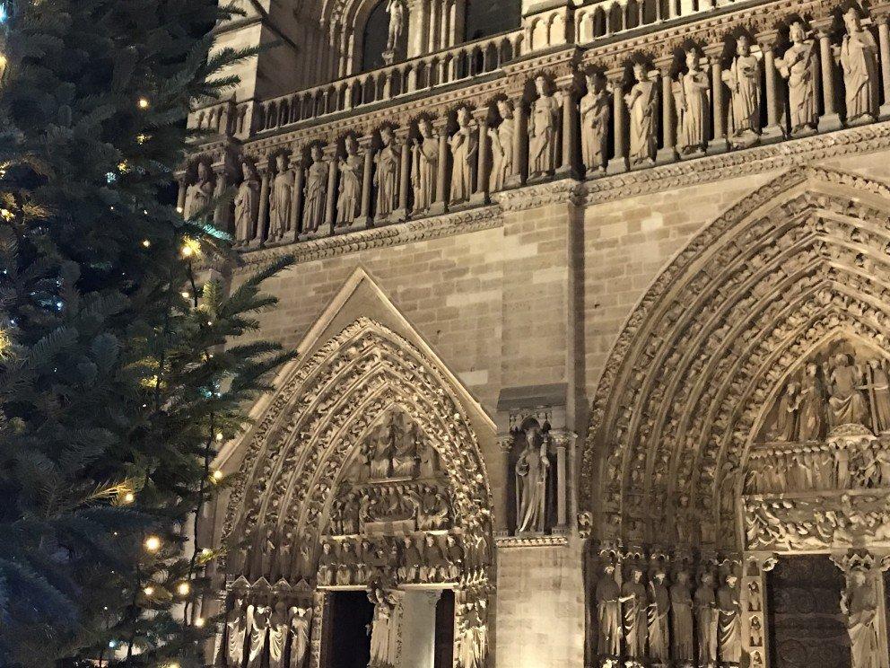 Honoring Notre-Dame-de-Paris - Christmas