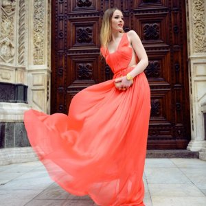 WHAT to wear in PARIS - Breezy Coral Dress