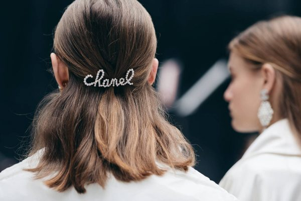 WHAT to wear in PARIS - CHANEL hair clip accessory
