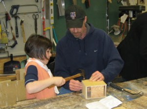 Edmonton Brownie w Dad Building Bird House. Photo Courtesy Elaun Cable Lind