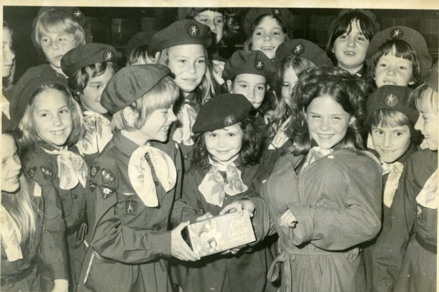 (Elmira Brownies Promote Girl Guide Cookies, 1977. From Girl Guides of Canada National Archives APH96)