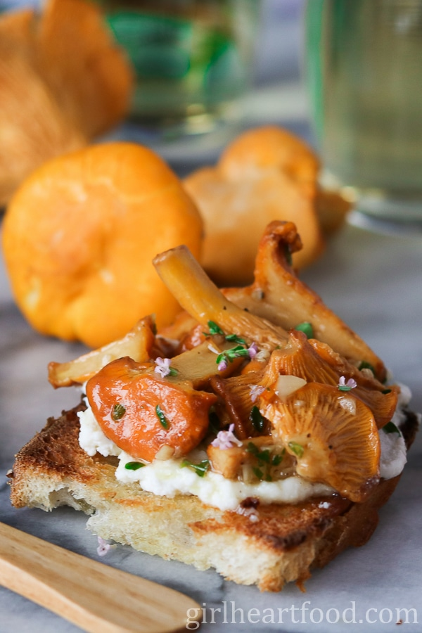Chanterelle Mushroom Crostini with Ricotta, Thyme and Honey {easy appetizer made in under 15 minutes, vegetarian} - girlheartfood.com