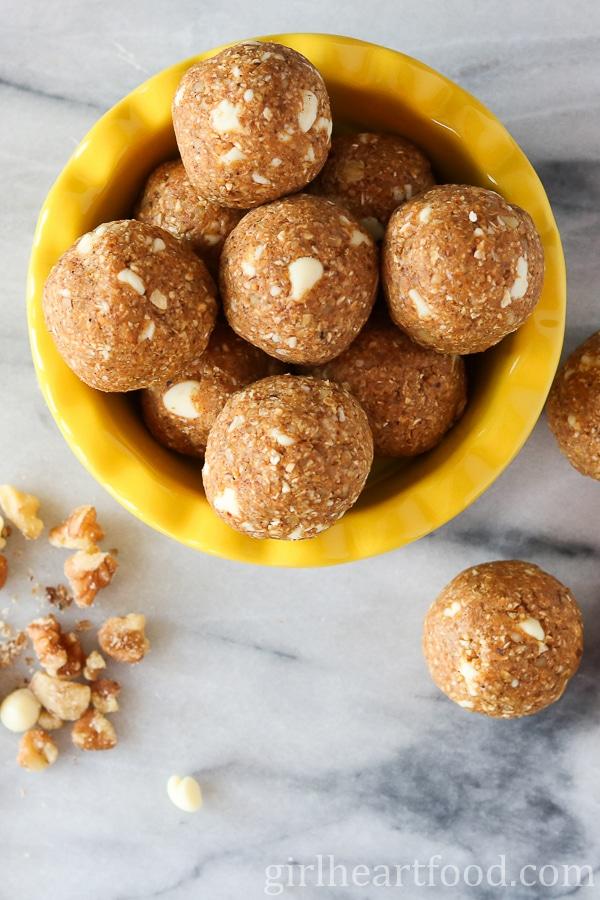 Pumpkin Pie Bites {no bake, gluten free, under 10 minutes} - girlheartfood.com