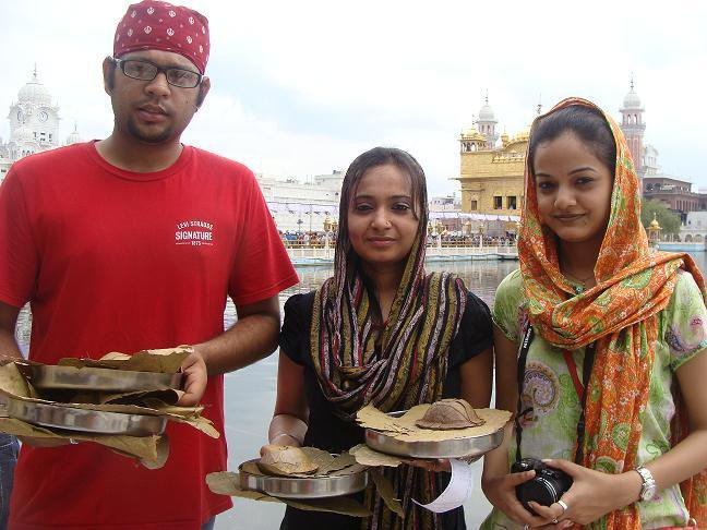 golden-temple-amritsar-friends