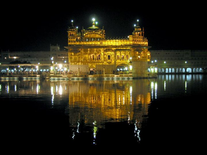 golden-temple-amritsar-night