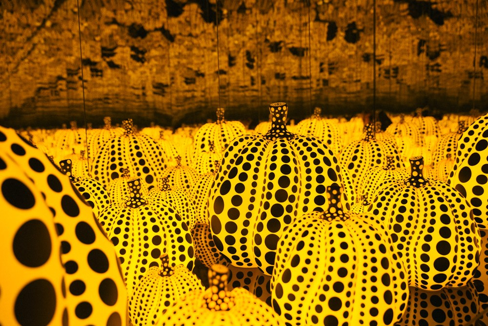 immersed-in-art-kusama-pumpkins-dallas-girlinchief