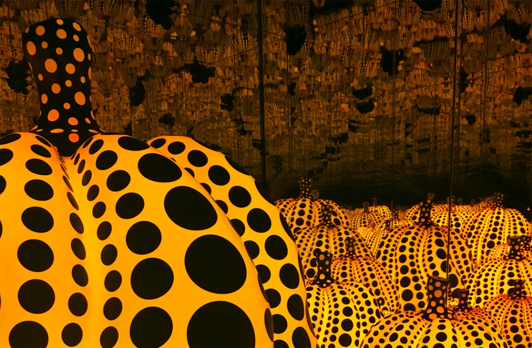 yayoi-kusama-pumpkins-dallas-museum-of-art-girlinchief