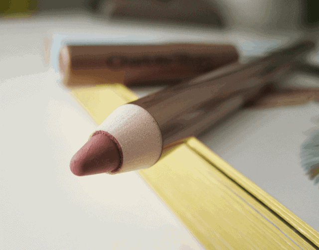 Charlotte Tilbury Lip Cheat Lip Liner in Pillow Talk review and swatch on girllovesgloss.com