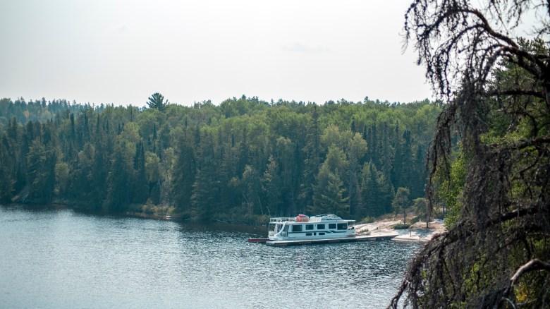 Rainy Lake Houseboat Lady of the Lake II