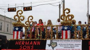 my cousin on her float