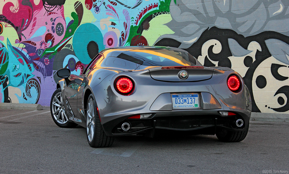 Girlsdrivefasttoo 2015 Alfa Romeo 4c Coupe Goes Head To With Transmission Manual The Lack Of A I Felt Mode Was Most Satisfying Providing Ability Change Gears Higher In Rev Range