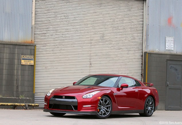 2015 Nissan GT-R front