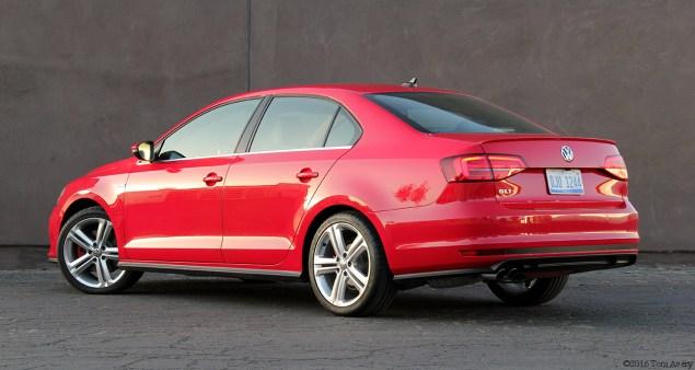 2016 Volkswagen GLI SE rear