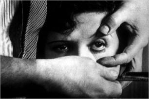 """Cortometraje """"El perro Andaluz"""" realizado junto a Luis Buñuel en 1929."""