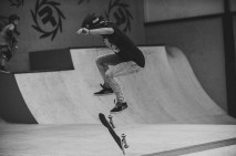 Girlskateuk_DaveLawrie_Revolution_Tricks_bw-8962