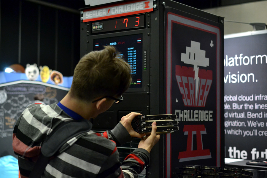 MIGS attendant takes on the Server Challenge II © Catherine Smith-Desbiens / Girls on Games