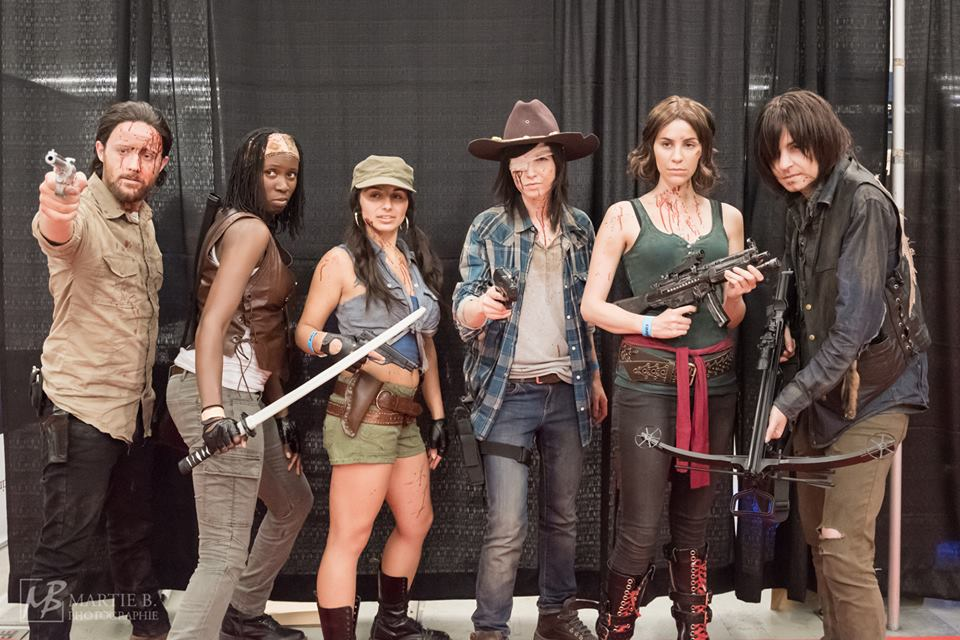 From left to right (Instagram tags): @the_first_lost_boy as Rick, @noeudnoir as Michonne, @rosiestormborn as Rosita, @carmenvalentina as Carl, @alittleandroid as Maggie and @deceptology as Daryl - photo from Martie B Photographie