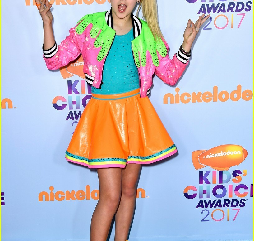 Jo Jo Siwa, Teen Choice Awards, Slim Dress, Bright Colored outfit