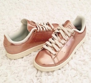 qb5dj9-l-610x610-shoes-metallic-metallicshoes-girlssneakers-lowsneakers-urban-cool-hipster-swagshoe-whitesneakers-love-adidas-copper