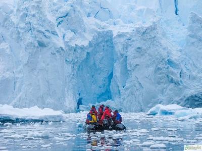 glacier-with-zodiac