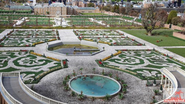 Five reasons why you should visit Madurodam, a miniature park of the Netherlands. Palace. @girlswanderlust #girlswanderlust.jpg