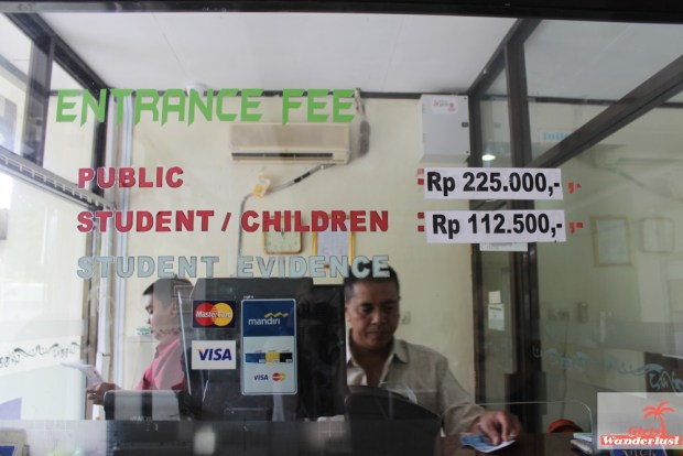 Student fee, Yogyakarta, Indonesia.jpg