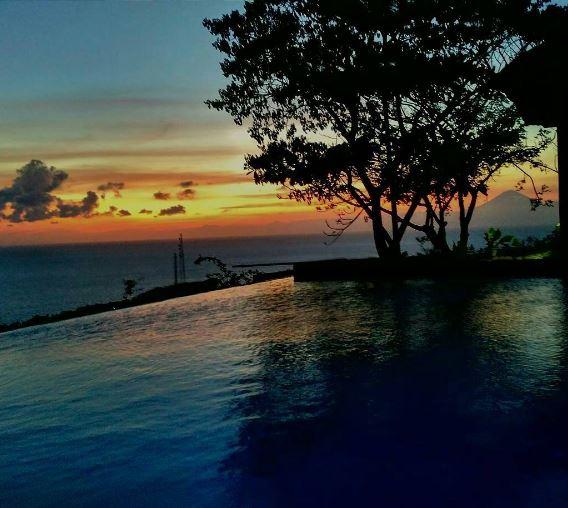 Zerosix Villa Senggigi, an amazing and unique Airbnb villa to stay in Lombok! Written by @girlswanderlust. Photo by @zerosixvilla_senggigi #sunet #villa #airbnb #travel #wanderlust #girl