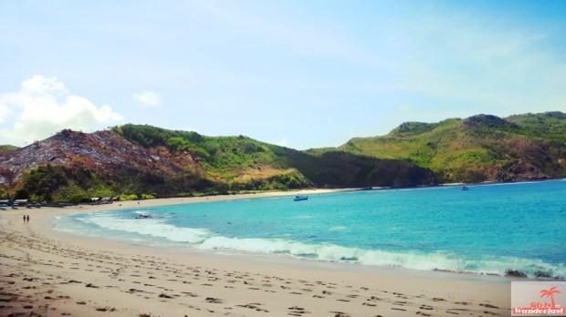 30 Photos that will make you want to visit Lombok immediately by @girlswanderlust #girlswanderlust #travel #wanderlust #wander #mawun #beach #pantai #lombok #indonesia