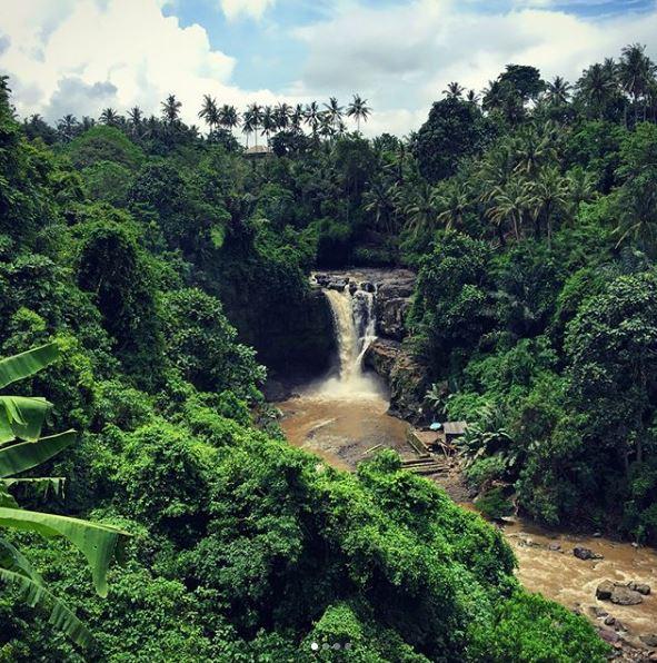 Tegenungan Waterfall @franks_redhot