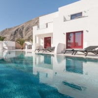 A perfect Cycladic stay at Crown Suites, Santorini