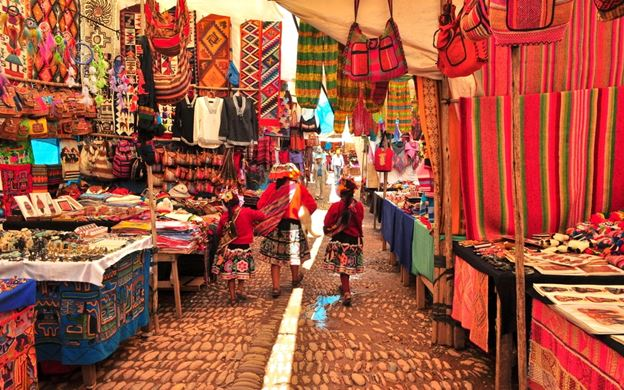 Girl's Guide to Travel in Pisac, Peru, Girl Who Travels the World, Pisac Market