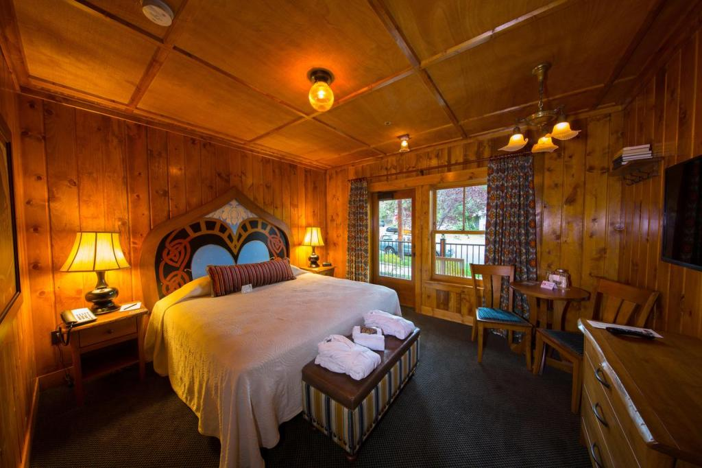 Best Pet-Friendly Hotels in Bend, Oregon, Girl Who Travels the World, McMenamins