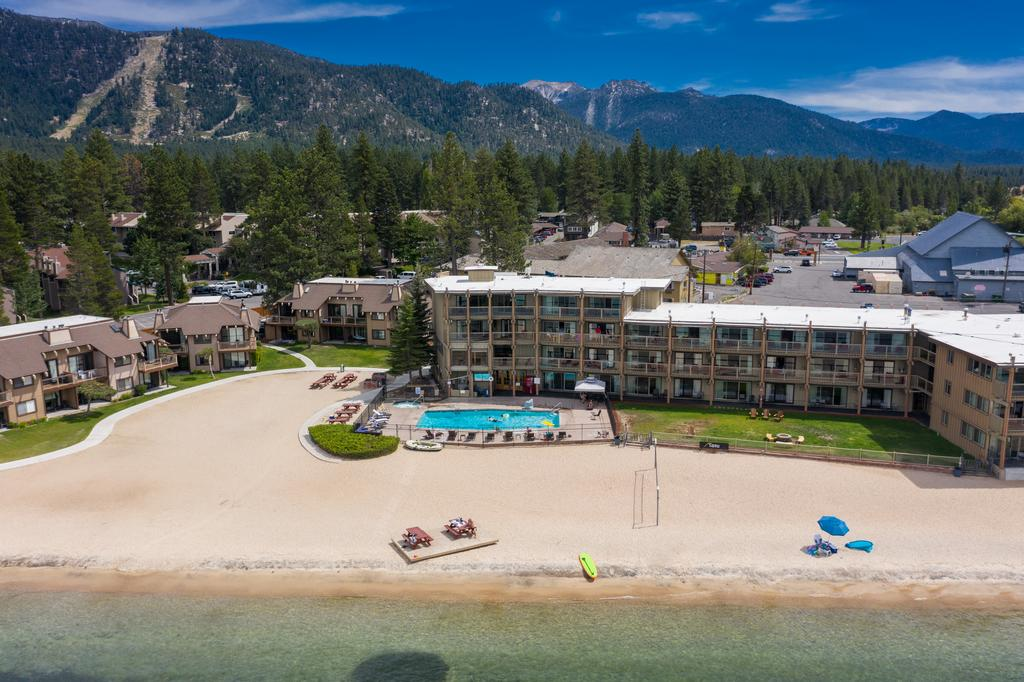 Best Budget Lakefront Resorts in Lake Tahoe, Girl Who Travels the World, Tahoe Lakeshore Lodge