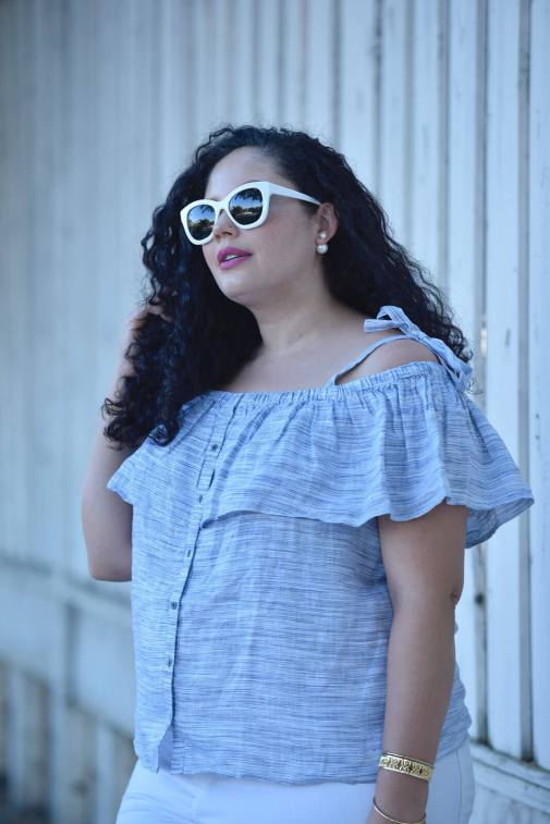 The Foolproof Way to Style White Jeans For Summer via @GirlWithCurves