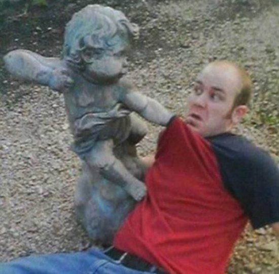 Funny Poses with Statues - Girly Design Blog