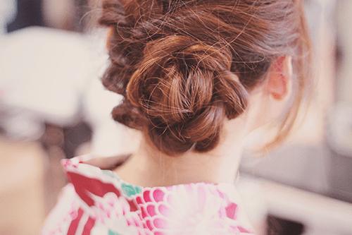 くるりんぱと三つ編みでお花のようなヘアスタイル
