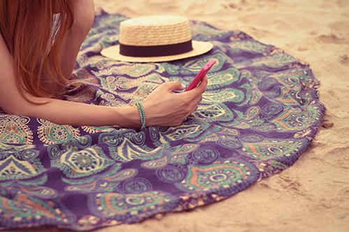 「コーディネート」「ラウンドタオル」「夏」「帽子」「水着」「麦わら帽子」などがテーマのフリー写真画像
