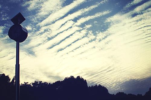 「シルエット」「秋」「空」「雲」などがテーマのフリー写真画像