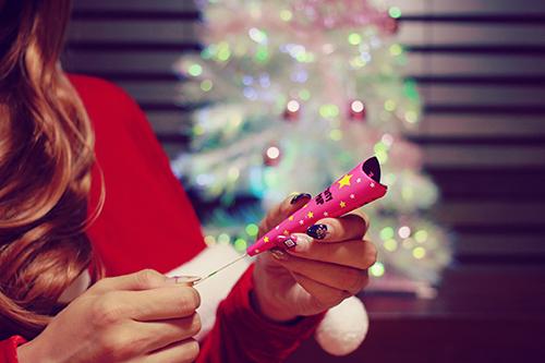 「クリスマスパーティ」「サンタ」「プレゼント」「女性・女の子」などがテーマのフリー写真画像