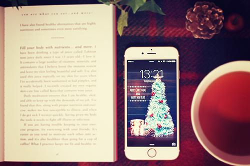 「iPhone」「スマートフォン」「スマホ」「ドリンク」「冬」「本」「飲み物」などがテーマのフリー写真画像