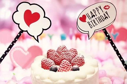 「HAPPY BIRTHDAY」「アニメーション」「おめでとう」「お祝い」「お誕生日おめでとう」「キャンドル」「ケーキ」「シネマグラフ」「誕生日ケーキ」などがテーマのフリー写真画像